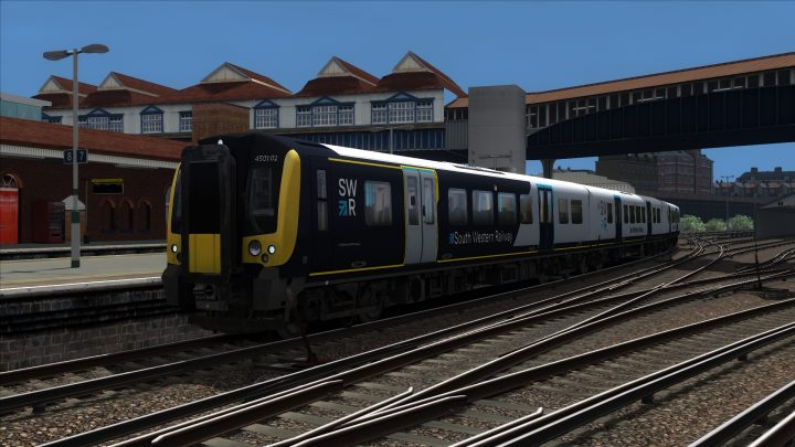 2P44 13:40 Haslemere to London Waterloo