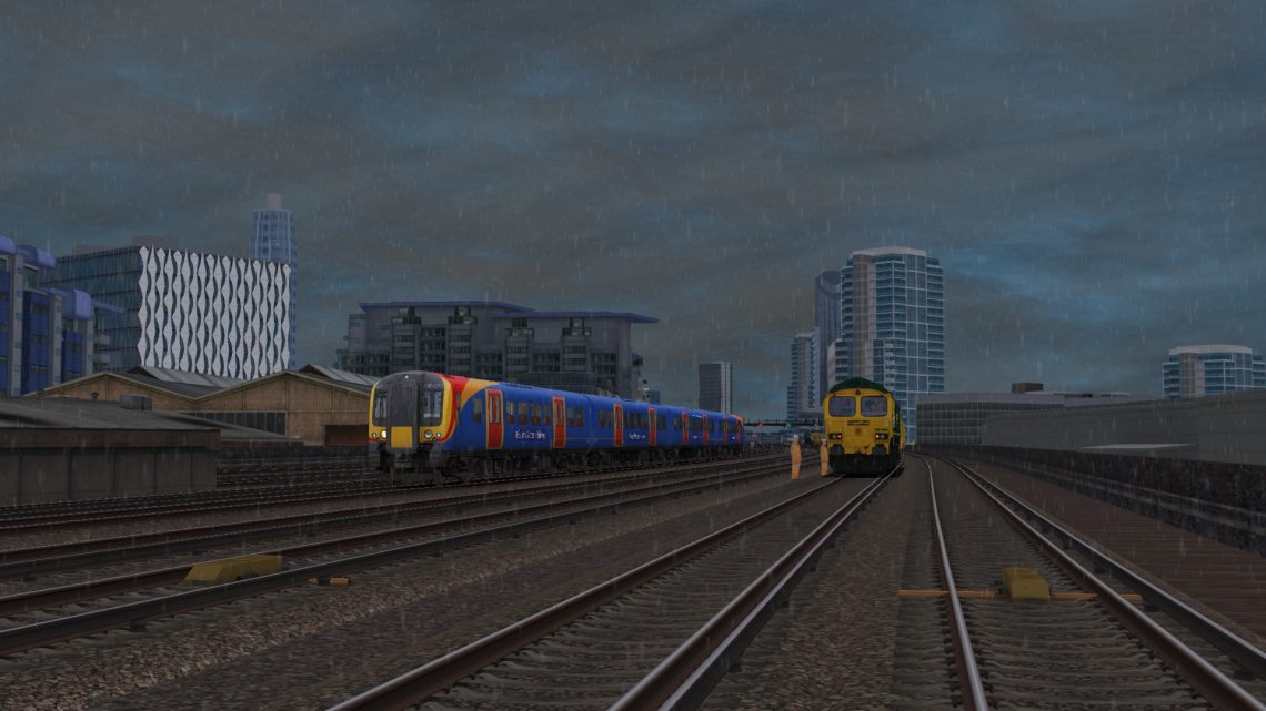 1P33 1200 London Waterloo to Portsmouth Harbour – Class 450