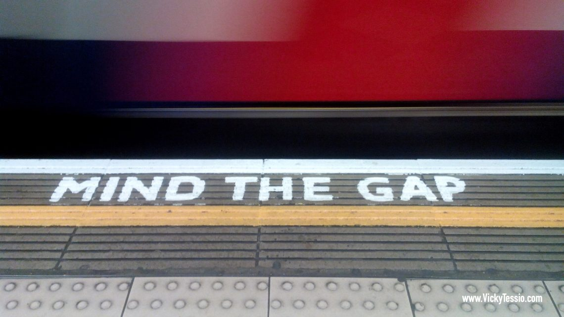 """Oswald Laurence's """"MIND THE GAP"""" Announcement for the Bakerloo Line"""
