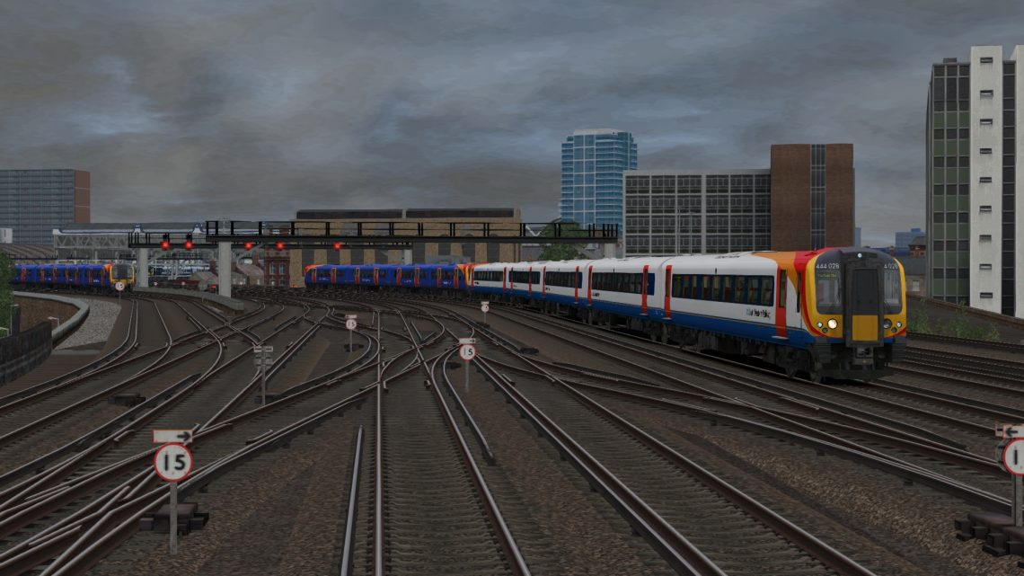 1P33 12:00 London Waterloo to Portsmouth Harbour